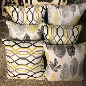 "6 Large decorative throw pillows! 18""x18""x6"""